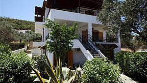 Yianna apartment - self catering up to 6